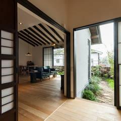 Projekty,  Pokój multimedialny zaprojektowane przez 森村厚建築設計事務所