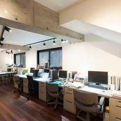 Estudios y oficinas de estilo asiático por 森村厚建築設計事務所