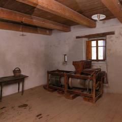 Recupero antico mulino ad acqua: Cucina attrezzata in stile  di Studio Architetto Alessandro Barciulli