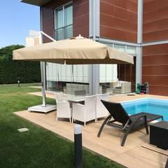 Akaydın şemsiye – HAVUZ BAŞI YANDAN GÖVDELİ ŞEMSİYE:  tarz Bahçe havuzu
