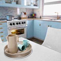 Mid Century Modern Kitchen:  Kitchen by Zero Point Visuals, Classic