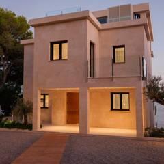 CASA BENDINAT: Casas unifamilares de estilo  de FSarquitectura