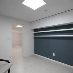 Ruang Kerja oleh 홍예디자인, Modern