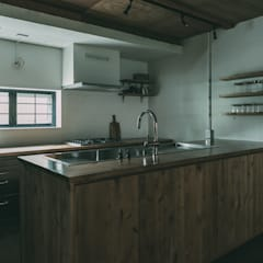 MURE HOUSE: 株式会社シーンデザイン建築設計事務所が手掛けたキッチン収納です。,