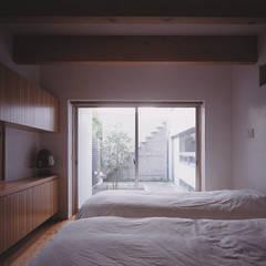 house INO: 有限会社スマイルスタジオ/sMile sTudioが手掛けた寝室です。