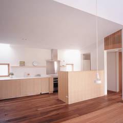 house TAK: 有限会社スマイルスタジオ/sMile sTudioが手掛けたキッチンです。