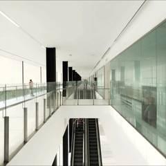 Hospitales de estilo  por BONET FOTOGRAFIA