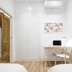 Apartamento en Lavapiés: Dormitorios de estilo  de Casa&Foto