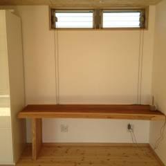 寝室: 株式会社高野設計工房が手掛けた寝室です。