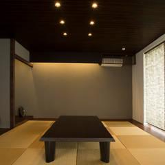 Media room by 株式会社クレールアーキラボ, Eclectic