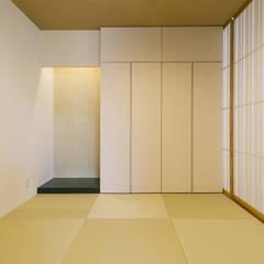 Media room by 株式会社クレールアーキラボ