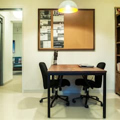 Study Bedroom:  Study/office by Decode Architecture