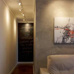 Apartamento D&C: Corredores e halls de entrada  por Doce Arquitetura