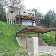CASA VALENCIA: Garajes de estilo  por IngeniARQ Arquitectura + Ingeniería