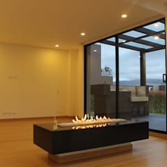 chimenea: Estudios y despachos de estilo  por IngeniARQ Arquitectura + Ingeniería