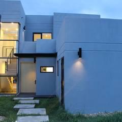 iluminación: Jardines de estilo  por IngeniARQ Arquitectura + Ingeniería