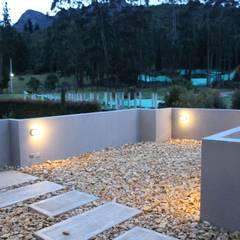 terraza: Terrazas de estilo  por IngeniARQ Arquitectura + Ingeniería