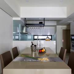 餐廳:  廚房 by 鼎士達室內裝修企劃