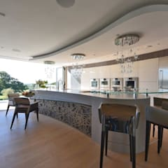 Mr & Mrs Unsworth:  Built-in kitchens by Diane Berry Kitchens