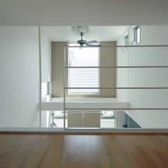 デザイン住宅 神奈川: 滝沢設計合同会社が手掛けた書斎です。