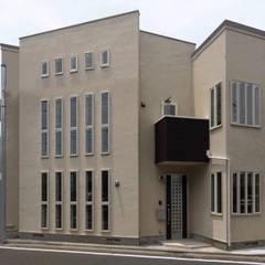 重ね建て長屋の2世帯住宅: 滝沢設計合同会社が手掛けた二世帯住宅です。