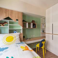 Kamar tidur anak laki-laki by 澄月室內設計