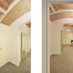 Koridor dan lorong oleh Abrils Studio, Mediteran