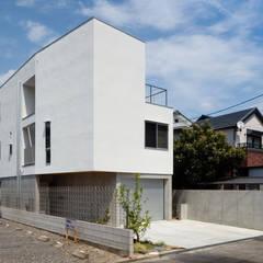 尾張の住宅/House in Owari: hm+architects 一級建築士事務所が手掛けた一戸建て住宅です。