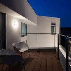 بلكونة أو شرفة تنفيذ hm+architects 一級建築士事務所