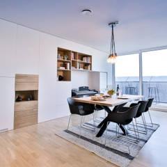 Reforma y renovación de el salón - comedor  de un  piso por Isabel Comez: Comedores de estilo  de Isabel Gomez Interiors