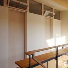 Puertas de estilo  por 有限会社建築計画