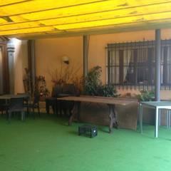 Prima - dehors: Negozi & Locali commerciali in stile  di BENDOTTI ZAMBONI Tecnici Associati