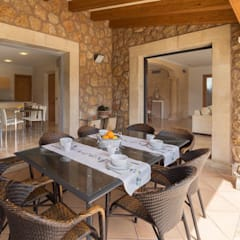 Dining room by Diego Cuttone, arquitectos en Mallorca, Country