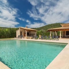 country Pool by Diego Cuttone - Arquitecto