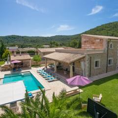 Vista desde el aire de la villa: Casas unifamilares de estilo  de Diego Cuttone - Arquitecto