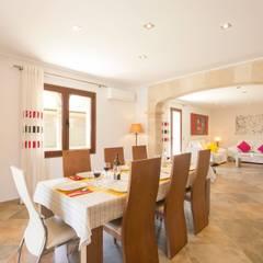 Comedor: Comedores de estilo mediterráneo de Diego Cuttone - Arquitecto