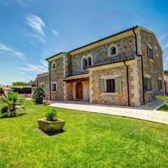 Fachada, parte trasera: Casas unifamilares de estilo  de Diego Cuttone - Arquitecto