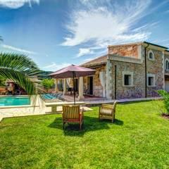 Front yard by Diego Cuttone, arquitectos en Mallorca,