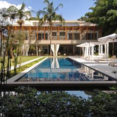 Maison individuelle de style  par Raul di Pace Arquitetura