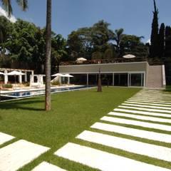 AAR: Jardins de fachadas de casas  por Raul di Pace Arquitetura