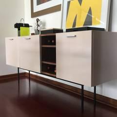 Detalle mueble licores: Comedores de estilo  por Moon Design