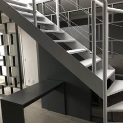 Studio Perfil Jabaquara: Escadas  por Conie Design