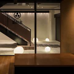 高田屋 横浜山下町店: 株式会社KAMITOPEN一級建築士事務所が手掛けたレストランです。