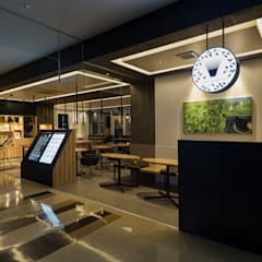 「光」: 株式会社KAMITOPEN一級建築士事務所が手掛けたレストランです。