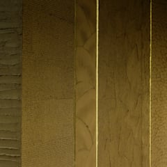 「素材を日本の技で生かす 」: 株式会社KAMITOPEN一級建築士事務所が手掛けたレストランです。