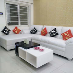 Living room by Enrich Interiors & Decors