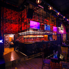 Bars & clubs by Vinyaasa Architecture & Design