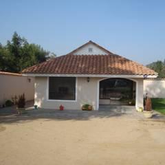 Casas unifamiliares de estilo  por DIEGO ALARCÓN & MANUEL RUBIO ARQUITECTOS LIMITADA