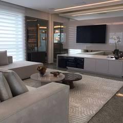 Arquitetura / Interiores: Salas de estar clássicas por Ana Amélia Zoby Arquitetura