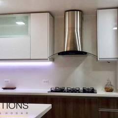 Cocina La Encantada - Villa : Cocinas de estilo  por YR Solutions,